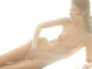 Flawless Oiled Solo Girl Vibrates Her Throbbing Clitoris