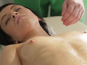 Passionate Teen Babe Gets Fucked On The Massage Table
