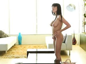 Fucking A Busty Porn Beauty In His Living Room