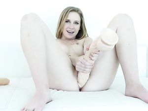 Sucking Thick Cock Makes Cynthia Thomas So Horny