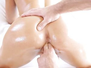 Sexy Body Massage Babe Fucked By Her Masseur